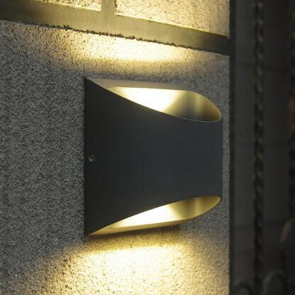 Halvrund LED-utomhusvägglampa Dodd i aluminium