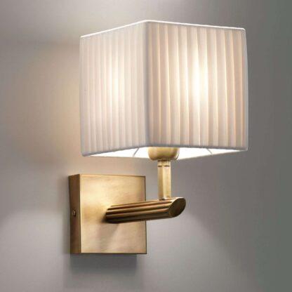 Vägglampa Imperial med varmt ljus
