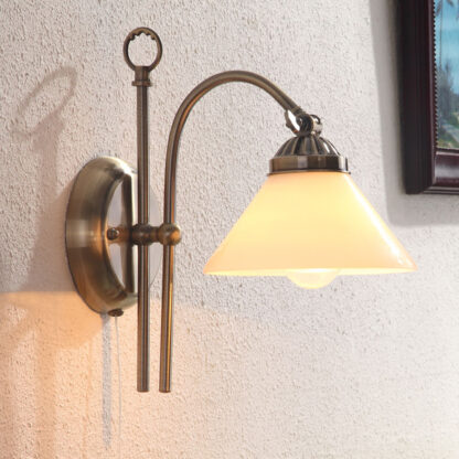 Vägglampa Otis med antikkänsla